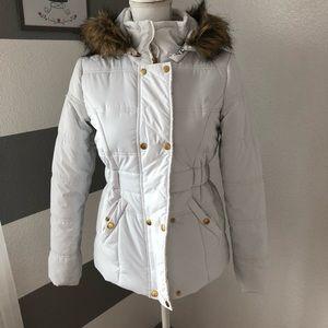 White puff jacket w/ faux fur hood